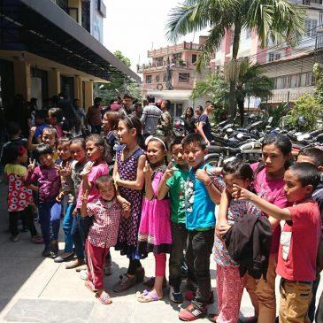 Sortie cinéma pour les enfants à Katmandou