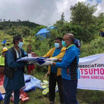 Aide à un village après un glissement de terrain.
