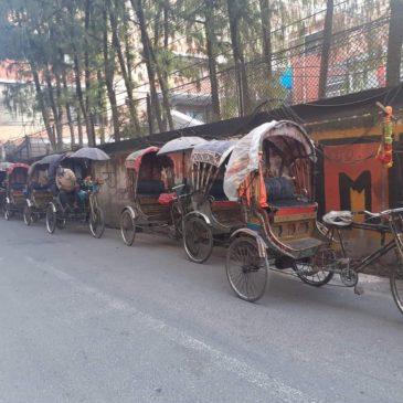 Aide à Kathmandu pour les conducteurs de touk touk